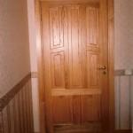 Lakitud täistammest uks