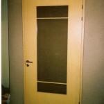 Spoonitud uks klaasiga